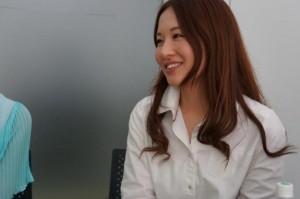 プロデューサーの横山さん。信じられるかい!? 美少女恋愛ゲームのプロデューサーなんだぜ!?