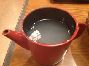 食べ終わる頃に、店員さんがそば湯を持ってきてくれました。