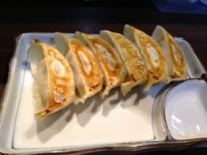 サイドメニューの宇都宮餃子も注文しました。