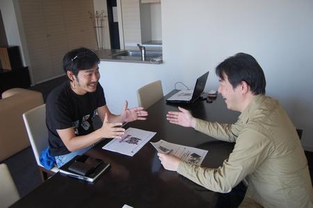 談笑中の菅原とガンホー 福田氏。