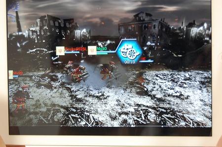 プレイヤーはスキルを使って巨人をサポートしていく。
