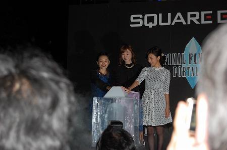 発表会では、最新作の水晶をイメージした氷のツリーの点灯式も行われ、FF好きとしても有名な高橋愛さん、真野恵里菜さん、吉澤ひとみさんがツリーに灯りをともした。