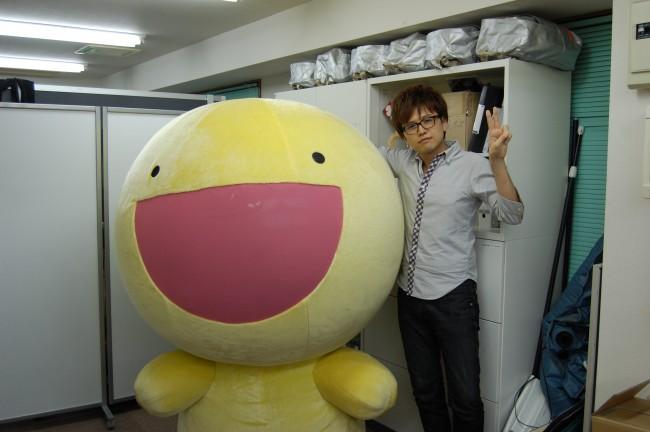なんとふにゃもらけがインタビューに来てくれた!右が株式会社ピース代表の増田浩二氏。