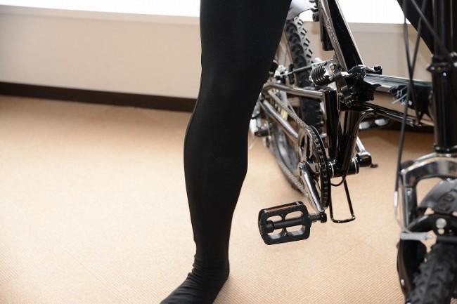 鈴木のふくらはぎ。リアルに筋肉質な足が魅力的。
