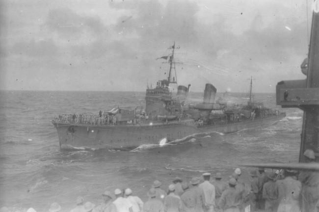 太平洋戦争開戦3日目の「響」 画像出典:https://ja.wikipedia.org/wiki/響 (吹雪型駆逐艦)