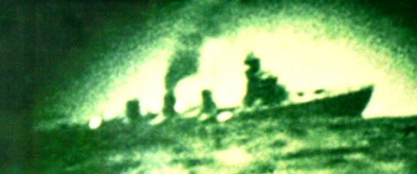 長良の最後  …牛深沖で長良を雷撃した米潜水艦クローカーの潜望鏡から撮影 画像出典:http://www.asahi-net.or.jp/~un3k-mn/ren-nagara.htm