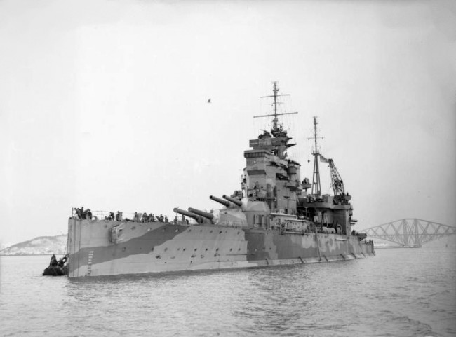 クイーン・エリザベス (戦艦) 画像出典:https://ja.wikipedia.org/wiki/クイーン・エリザベス_(戦艦)