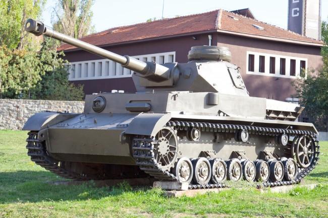 画像出典:https://ja.wikipedia.org/wiki/IV号戦車