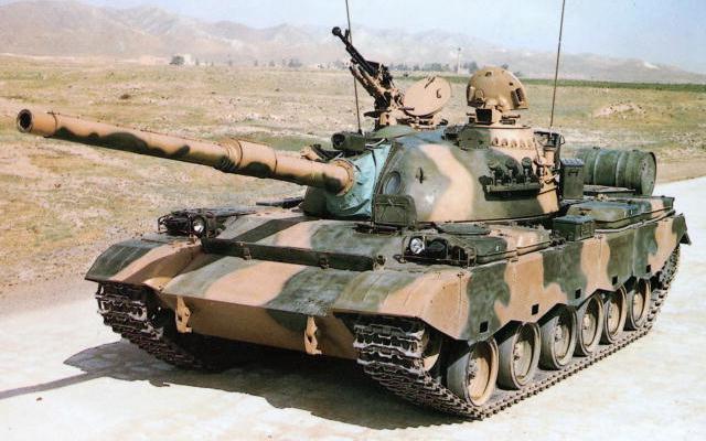 80式戦車 画像出典:https://ja.wikipedia.org/wiki/80式戦車