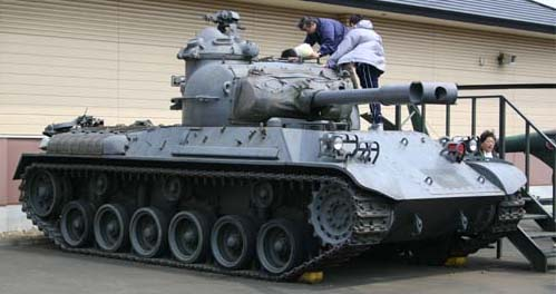 61式戦車 画像出典:http://www.geocities.jp/aobamil/shasin/61MBT/61MBT.html