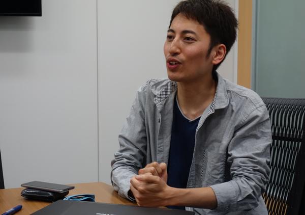 石塚氏。「宇野さんが忙しく、時間が取れないこともしばしば。」と語る。